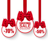 Uppsättningen av julförsäljningspapper klumpa ihop sig med pilbågar stock illustrationer