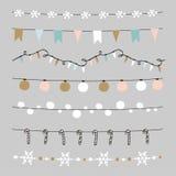 Uppsättningen av julgränser, rader, girlander, borstar Praty garnering med jul klumpa ihop sig, struntsaker, ljus, flaggor royaltyfri illustrationer