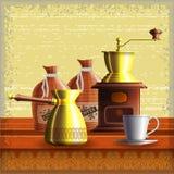 Uppsättningen av kaffe maler, turkisk cezve, textilpåsar och den lilla vita koppen Royaltyfri Foto