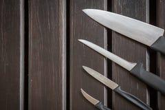 Uppsättningen av knivar Arkivfoto