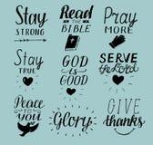 Uppsättningen av 9 kristna citationstecken för handbokstäver blir stark Fred till dig Be mer Läs bibeln Guden är bra ServeHerre G royaltyfri illustrationer