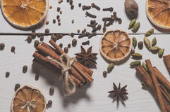 Uppsättningen av kryddor för framställning av funderat vin Fotografering för Bildbyråer