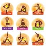 Uppsättningen av kvinnan, i att göra yoga, poserar Arkivbilder