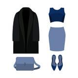 Uppsättningen av moderiktiga kvinnors kläder med det svarta laget, blått klär och ac Arkivbild
