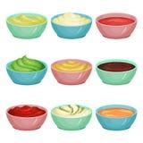 Uppsättningen av olika såser i dopp bowlar ketchup, wasabi, krämig ost, guacamole, senap, choklad, salsa, majonnäs vektor illustrationer