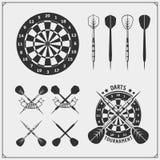 Uppsättningen av pilar klubbar eller emblem för sportkonkurrens, etiketter och designbeståndsdelar vektor illustrationer