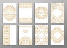 Uppsättningen av reklambladet söker den dekorativa illustrationen stiliserat guld- begrepp Fotografering för Bildbyråer