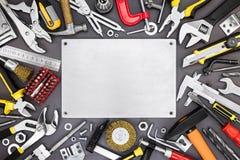 Uppsättningen av renovering och funktionsdugliga hjälpmedel på DIY bordlägger bakgrund Royaltyfri Foto