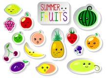 Uppsättningen av sommar bär frukt i plan stil Gulliga kawaiiframsidor av nya mogna frukter Fotografering för Bildbyråer