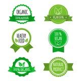 Uppsättningen av strikt vegetarian förser med märke, symboler, etiketter Organiska sunda matlogoer för kafé, restauranger, förpac Arkivfoto