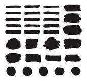 Uppsättningen av svart grungehandmålarfärg, runda former, band, färgpulverborsteslaglängder, hand målad dragen textur cirklar, bo stock illustrationer