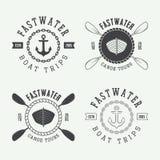Uppsättningen av tappning som rafting logo, märker och förser med märke Royaltyfri Bild