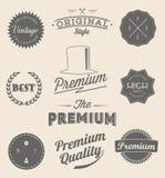 Uppsättningen av tappning utformade designsymboler och baner Arkivfoto