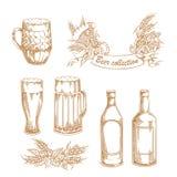 Uppsättningen av tappningvektorillustrationer av öl rånar, exponeringsglas, flaskor med flygtur, korn, skyddsramen och korvar Arkivfoto