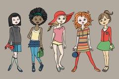 Uppsättningen av tonåriga flickor för Ñ-ute i mode utrustar Kroppmall också vektor för coreldrawillustration Arkivfoton