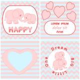Uppsättningen för baby showerinbjudankortet inklusive tecknad filmrosa färger behandla som ett barn elefantkortet, hjärta och kra Arkivfoto