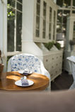 Uppsättningen för kaffetabellen och skedi tappningstil tränga någon Royaltyfri Foto