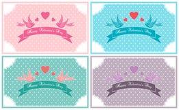 Uppsättningen för kortet för valentindagtappning dekorerade med snör åt, fåglar och band Royaltyfria Bilder