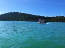 Uppsättningen seglar för att snorkla i Koh chang, Thailand Arkivbilder