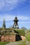 Uppsala gammal träklockstapel på slottkullen Arkivbild