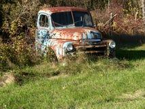 uppsamlingen rostade lastbilen royaltyfri fotografi