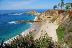 Uppskatta ön och sätta på land nära montagesemesterorten, Laguna Beach Arkivfoton