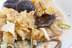 Uppståndelse Fried Fish Maw med Shiitakechampinjonen Royaltyfria Foton