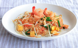 Uppståndelse Fried Glass Noodle med nytt rynkar pannan och tofuen - thailändsk mat Arkivbild