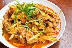 Uppståndelse Fried Pork Belly och röd currydeg Arkivfoto