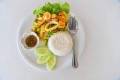 Uppståndelse Fried Squid med curry Arkivbild