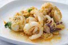 Uppståndelse Fried Squid med curry Royaltyfria Bilder