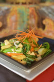 Uppståndelse stekt grönsaker och höna Arkivbild