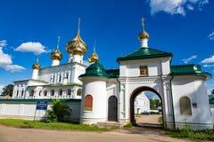 Uppståndelsekloster av det 17th århundradet i Uglich, Ryssland Royaltyfria Bilder