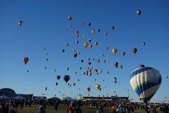 Uppstigning för mass för avsked för Albuquerque ballongFiesta Royaltyfria Bilder
