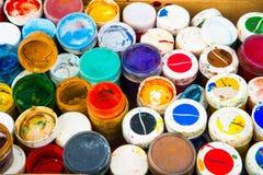 Uppsättning av cans av målarfärg Arkivbilder