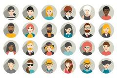 Uppsättning av cirkelpersoner, avatars, olik nationalitet för folkhuvud i plan stil Royaltyfria Bilder