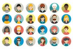 Uppsättning av cirkelpersoner, avatars, olik nationalitet för folkhuvud i plan stil Arkivfoton