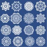 Uppsättning av dekorativa pappers- snöflingor Royaltyfria Bilder