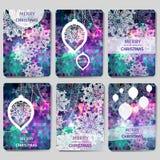Uppsättning av 6 färgrik glad polygonal bakgrund för jul och för lyckligt nytt år med snöflingor, Royaltyfria Bilder