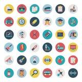 Uppsättning av Retro plana utbildningssymboler, tillbaka till skolan Arkivbilder