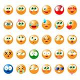 Uppsättning av roliga emoticons för bruk i lekar, chattra och annan Royaltyfri Bild