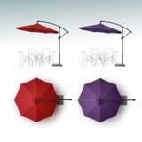 Uppsättning av slags solskydd för paraply för bar för strandkaféstång Arkivfoton