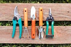 Uppsättning av små arbeta i trädgården hjälpmedel Arkivfoto