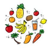 Uppsättning av smakliga nya sammanpressade fruktsafter Arkivfoton