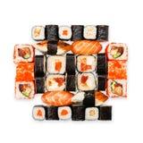 Uppsättning av sushi, maki, gunkan och rullar som isoleras på vit Royaltyfria Bilder
