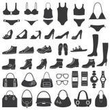 Uppsättning av vektorsilhouettes: skor, baddräkten och acc Royaltyfri Fotografi