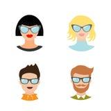 Uppsättning för Avatarfolksymbol Gulligt tecknad filmtecken Olik framsidasamling Mankvinnor som bär glasögon head manlig för kvin Arkivfoto