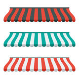 Uppsättningen av randiga markiser för shoppar och marknadsplatsen Isolerat och färgrikt Plan design vektor Arkivfoton
