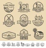 Uppsättningen av tappning och den moderna lantgården förser med märke logo Royaltyfria Bilder