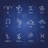 Uppsättningen av zodiak undertecknar på bakgrund för stjärnklar natt Royaltyfria Bilder